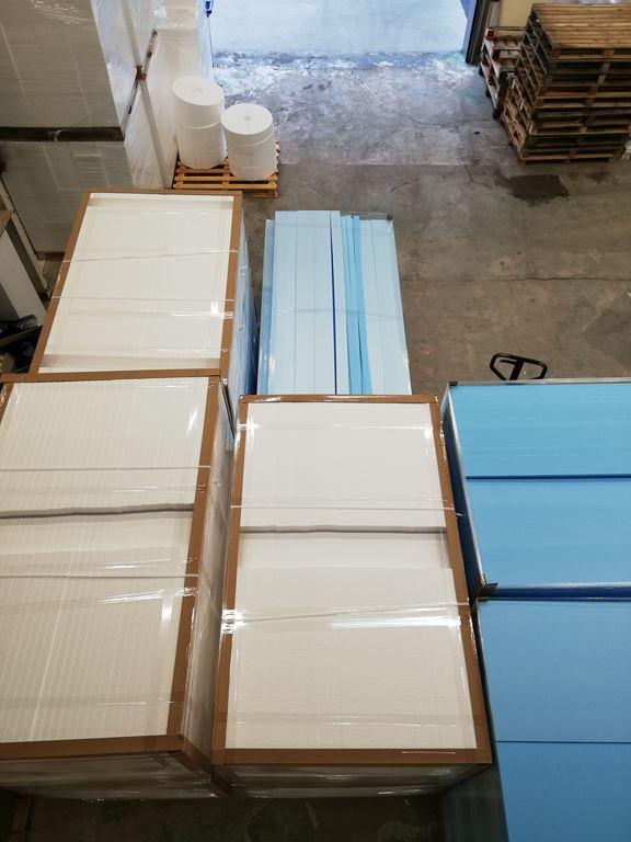 Panneaux de polystyrene sur palettes